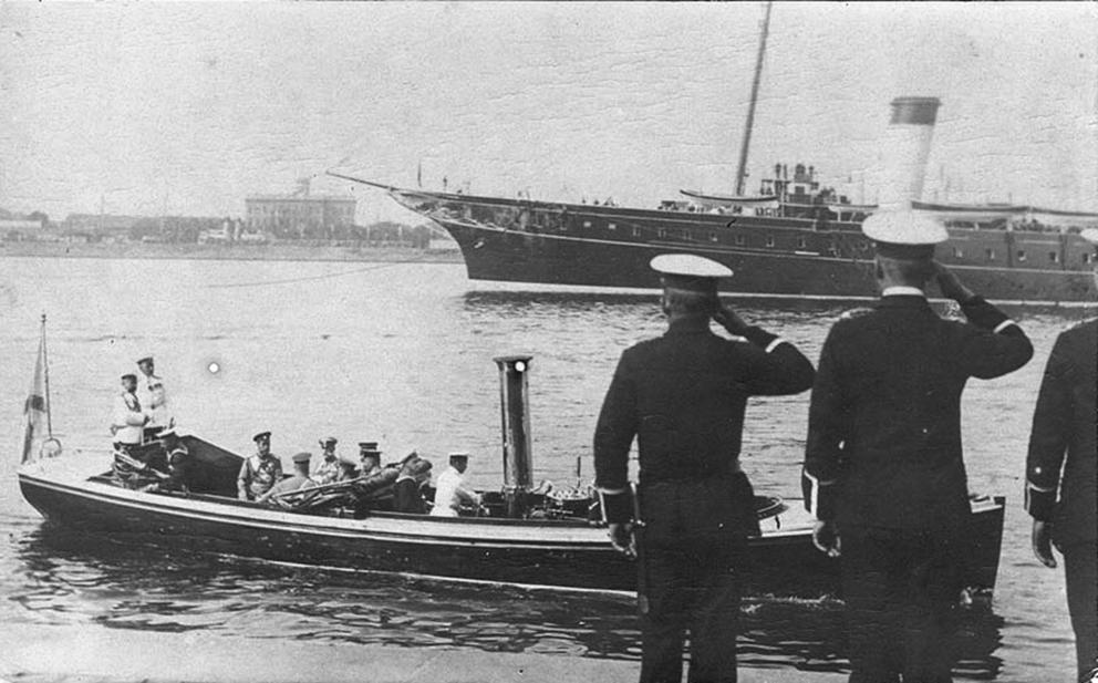 Click image for larger version.  Name:1. 1 1 4 0 3 8 Emperor Nicholas II boat Peterhof 3.jpg Views:1 Size:306.9 KB ID:3646103