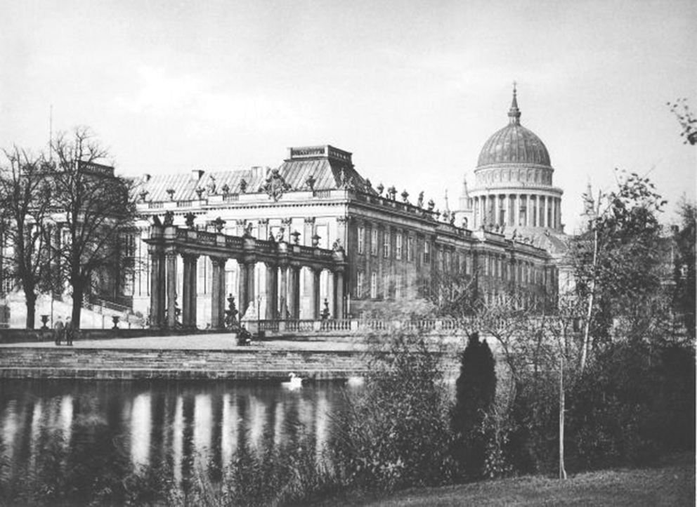 Click image for larger version.  Name:1. 1 1 4 0 4 2 Berlin City Palace 1904.jpg Views:1 Size:329.3 KB ID:3646621