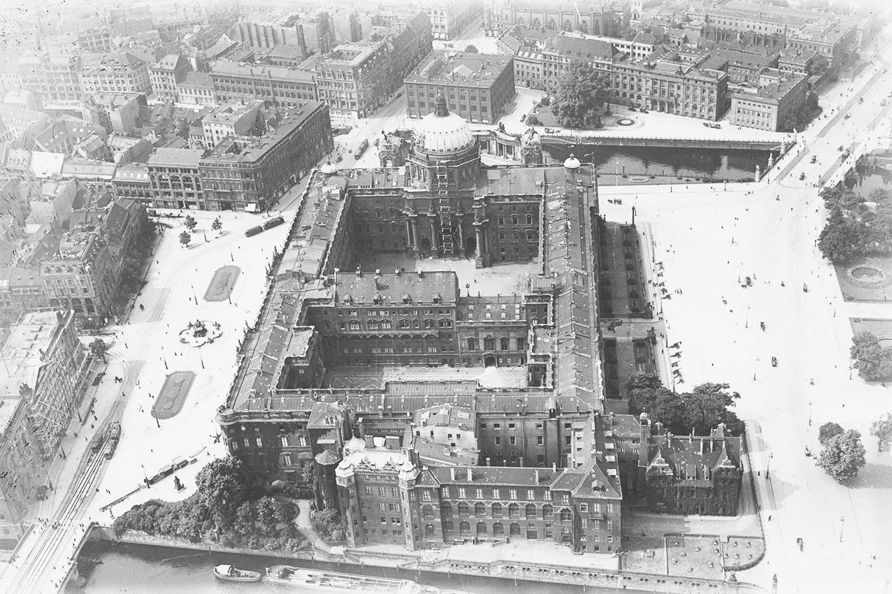 Click image for larger version.  Name:1. 1 1 4 0 4 2 Berlin City Palace 1920.jpg Views:1 Size:336.1 KB ID:3646623