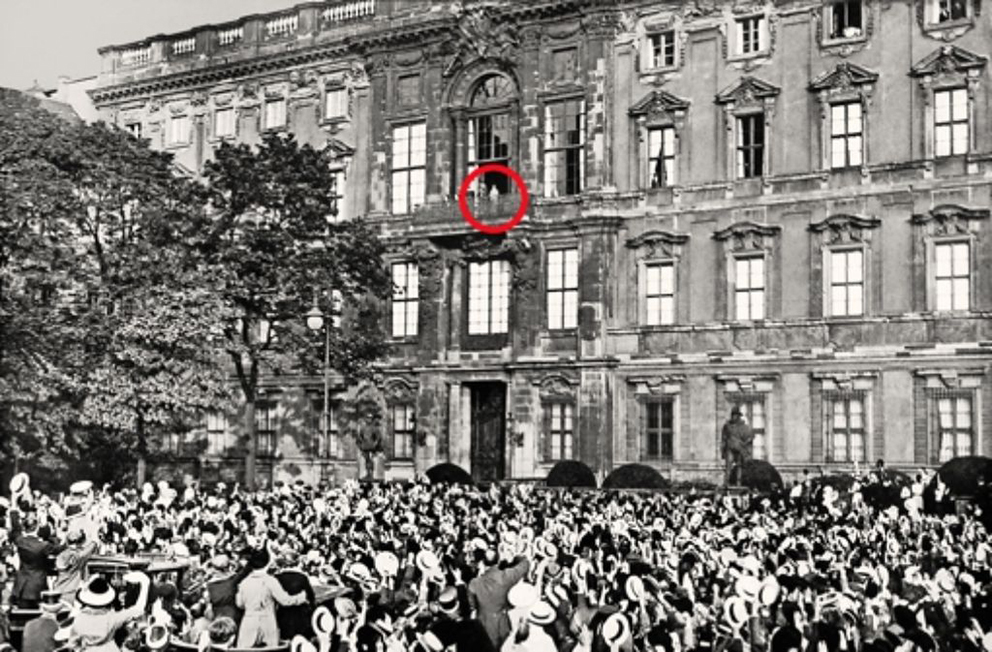 Click image for larger version.  Name:1. 1 1 4 0 4 2 Speech of Emperor Wilhelm II in front of the City Palace in Berlin 1 August 1914.jpg Views:1 Size:474.4 KB ID:3646639