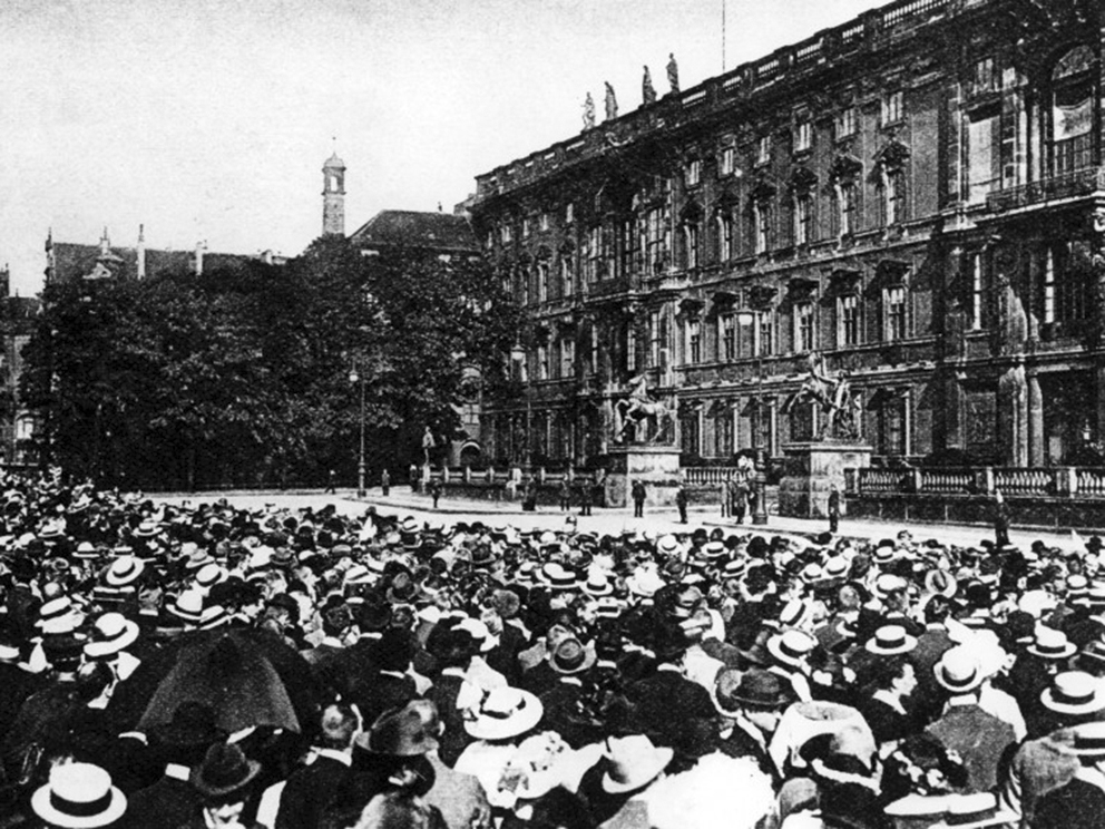 Click image for larger version.  Name:1. 1 1 4 0 4 2 Speech of Emperor Wilhelm II in front of the City Palace in Berlin on 1 August 19.jpg Views:1 Size:475.3 KB ID:3646641