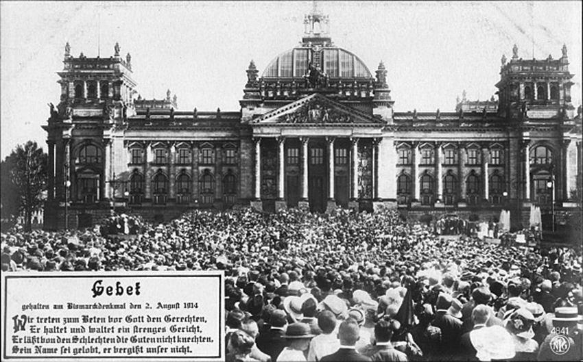 Click image for larger version.  Name:1. 1 1 4 0 4 4 The service at the Bismarck monument in Berlin August 2, 1914.jpg Views:1 Size:304.6 KB ID:3646643
