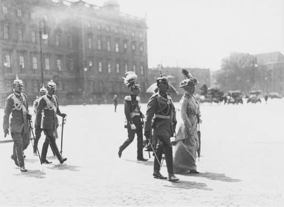 Click image for larger version.  Name:1. 1 1 4 0 4 5 Kaiser Wilhelm and his wife on the way to a service in the Berlin Cathedral Augus.jpg Views:1 Size:220.7 KB ID:3646647