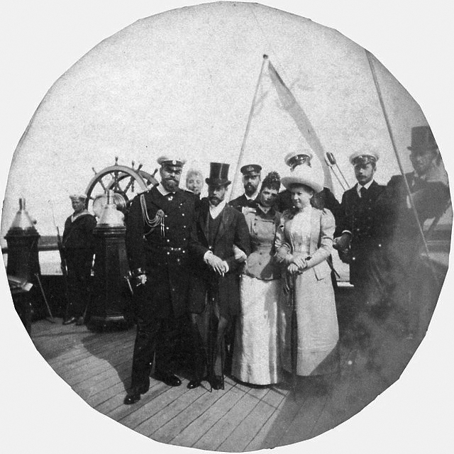 Click image for larger version.  Name:1. 1 1 7 2 0 7 7 yacht Polyarnaya Zvezda Alexander III and members of the Royal family.jpg Views:2 Size:203.9 KB ID:3648173