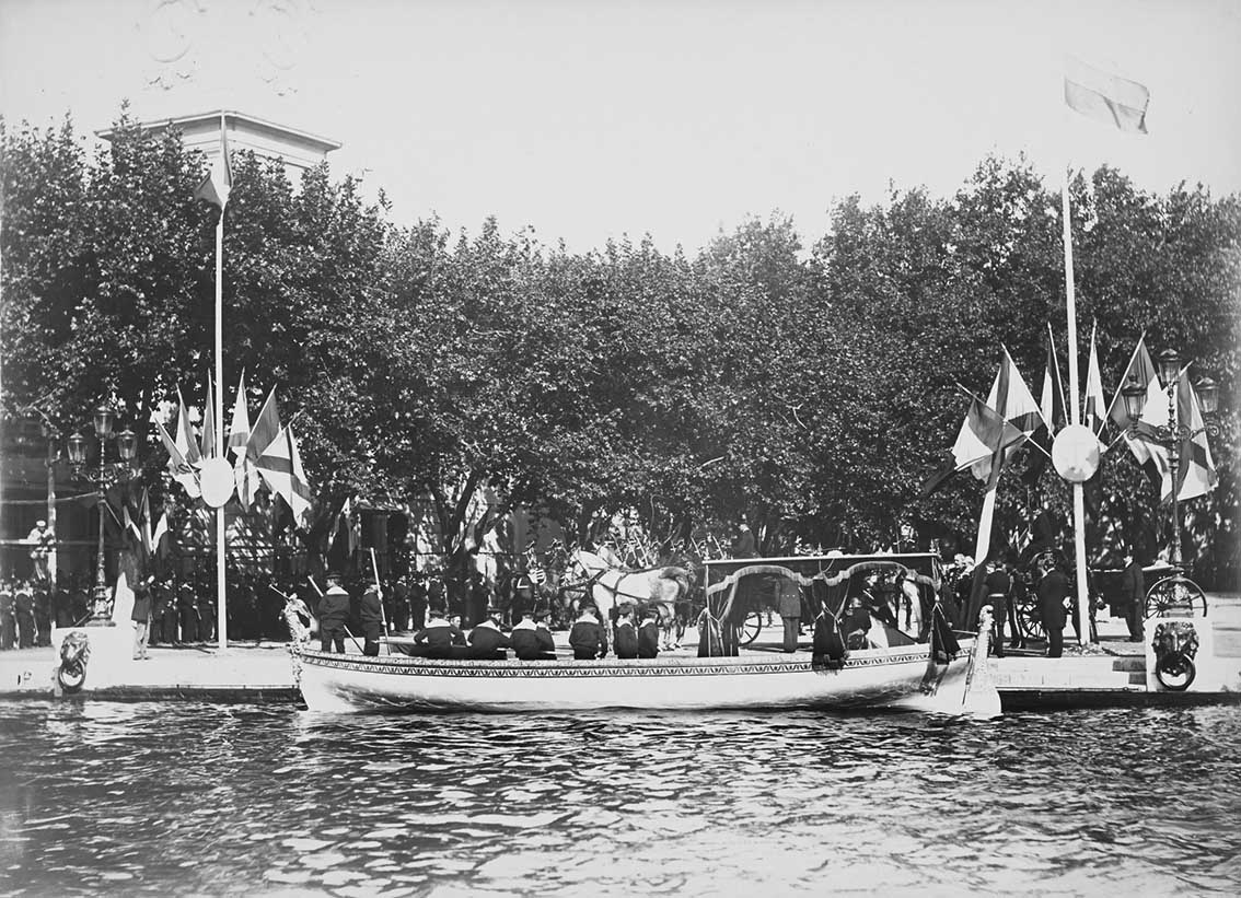 Click image for larger version.  Name:1. 1 1 7 2 2 1 Baltic fleet 12 Toulon 1893 admiral Avellans boat waiting for guests.jpg Views:1 Size:201.1 KB ID:3649841