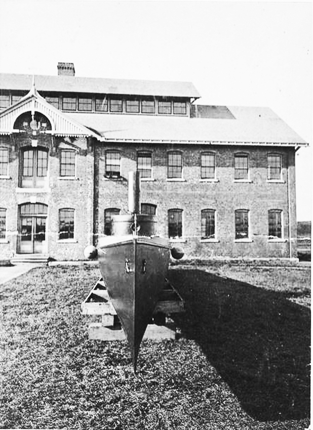 Click image for larger version.  Name:1.1. 2 1 0 0 11 uss Stiletto Herreshoff Manufacturing Company with USS Lightning.JPG Views:2 Size:343.6 KB ID:3676821
