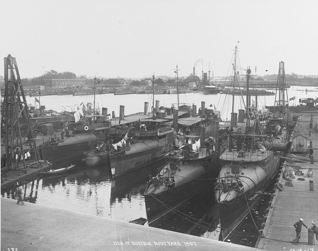 Click image for larger version.  Name:1.1. 2 1 1 Bainbridge-class destroyers plus a random TB in the background.jpg Views:2 Size:122.1 KB ID:3677525