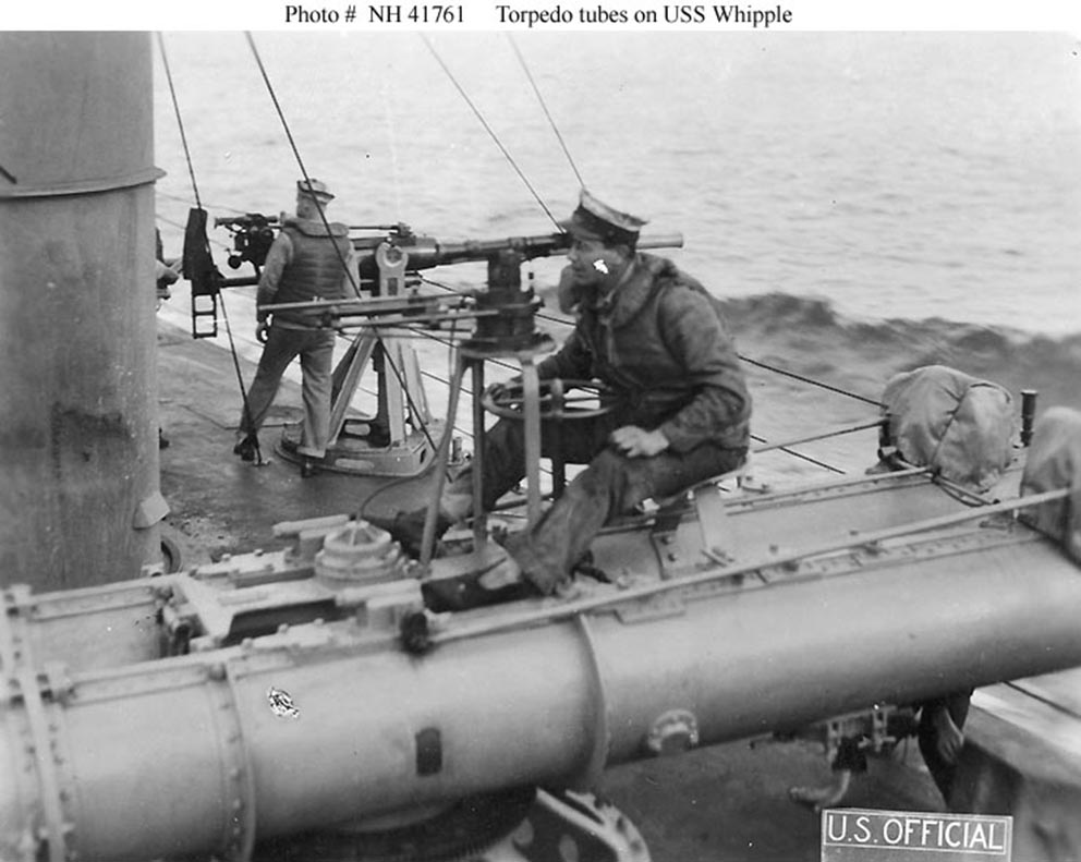Click image for larger version.  Name:1.1. 2 1 1 USS Whipple (Destroyer # 15) training a twin 18-inch torpedo tube mount.jpg Views:2 Size:105.3 KB ID:3677541