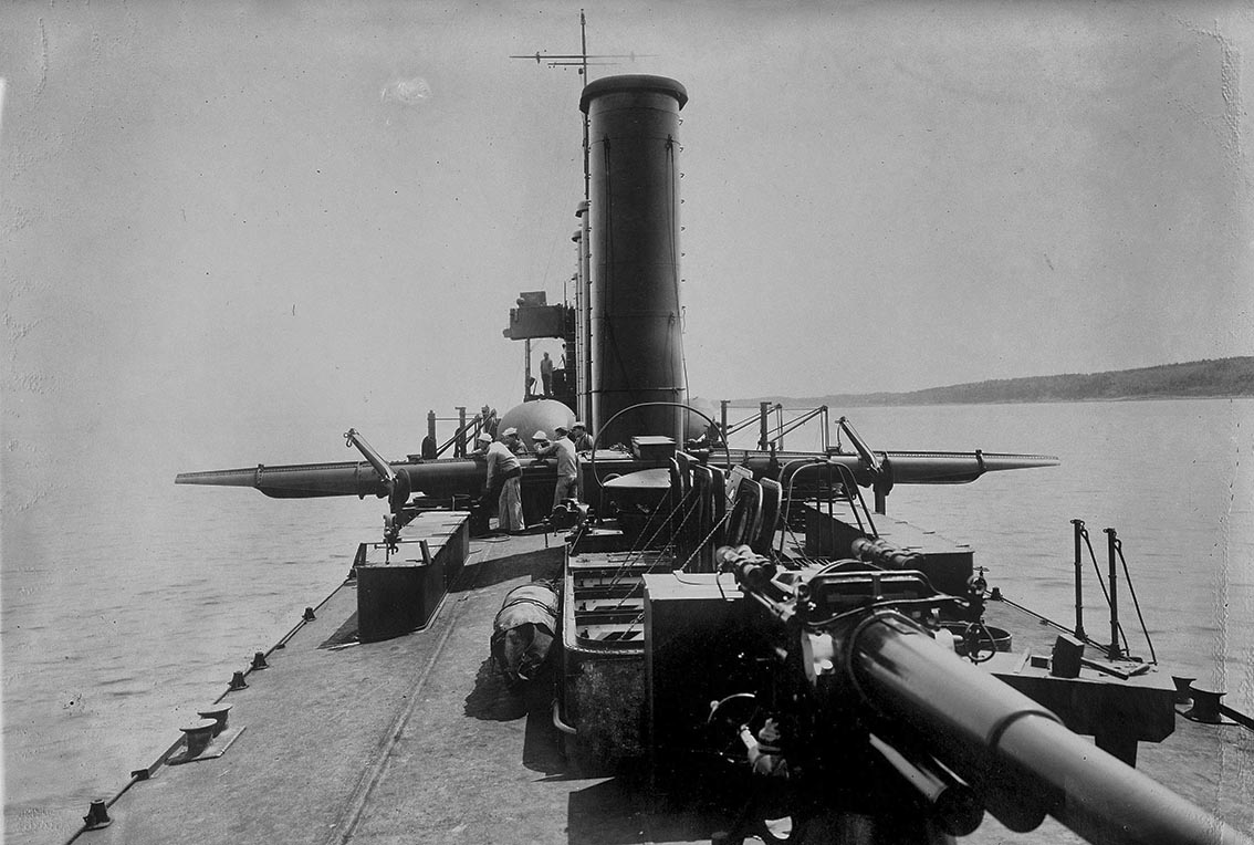 Click image for larger version.  Name:1.1. 2 1 2 broken deckers 1 flivvers USS Smith (DD-17) forward torpedo tubes deployed for action.jpg Views:2 Size:159.1 KB ID:3677555