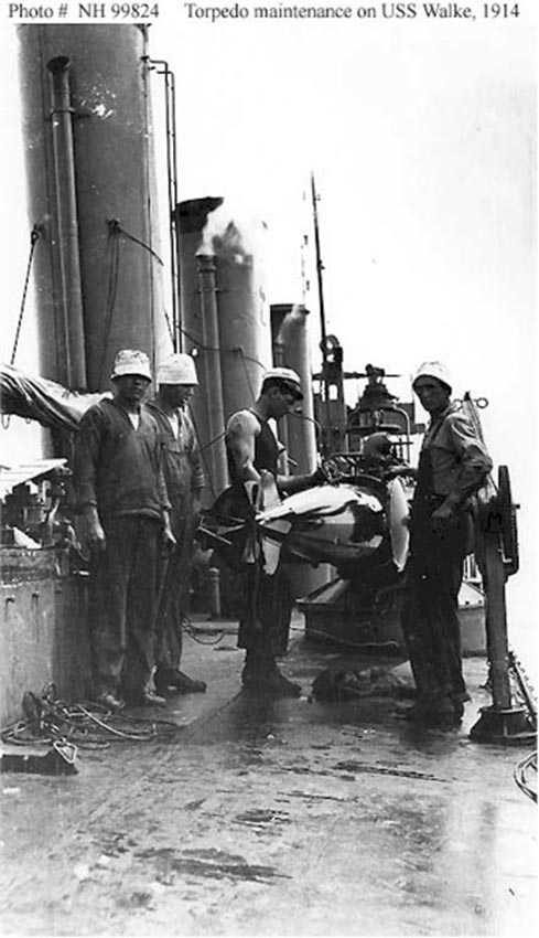 Click image for larger version.  Name:1.1. 2 1 2 broken deckers 2 1 flivvers USS Walke (Destroyer # 34) pre-launching maintenance on a.jpg Views:2 Size:81.2 KB ID:3677565