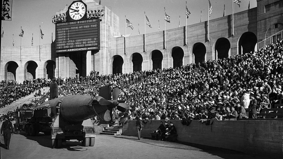 Click image for larger version.  Name:1.1. 2 2 4 33 HA-19 12 Los Angeles at UCLA-USC football game.jpg Views:1 Size:146.0 KB ID:3681213