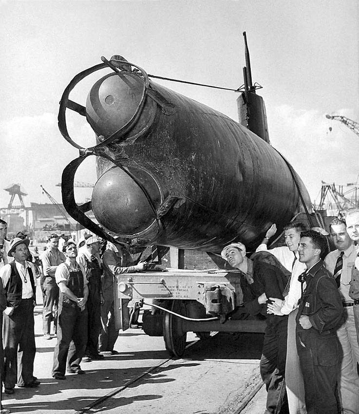 Click image for larger version.  Name:1.1. 2 2 4 33 HA-19 6c California shipyard workers inspect the captured two-man midget submarine.jpg Views:1 Size:160.6 KB ID:3681187