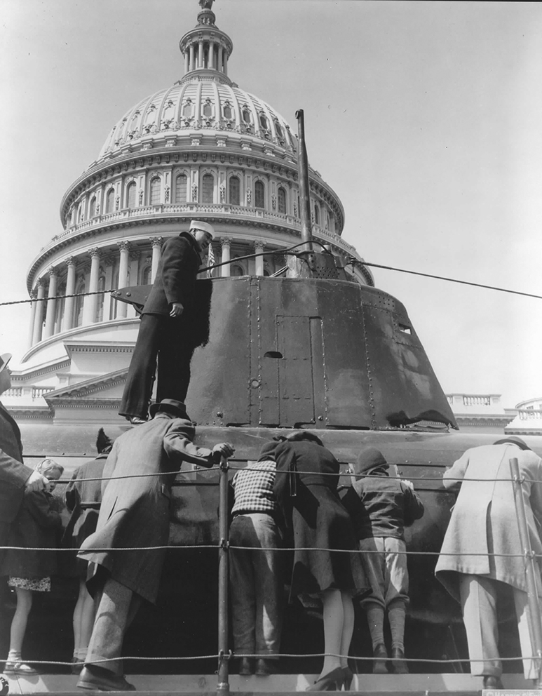 Click image for larger version.  Name:1.1. 2 2 4 34 1 HA-19 in Washington, visit of the U.S. Capitol on April 3, 1943..jpg Views:1 Size:359.0 KB ID:3681229