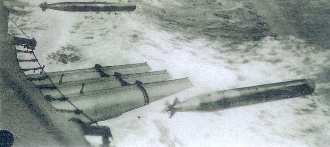 Click image for larger version.  Name:1.1. 2 6 5 Clemson Class Destroyer, USS Chandler (DD-206) practice torpedo firing.jpg Views:1 Size:76.6 KB ID:3682365