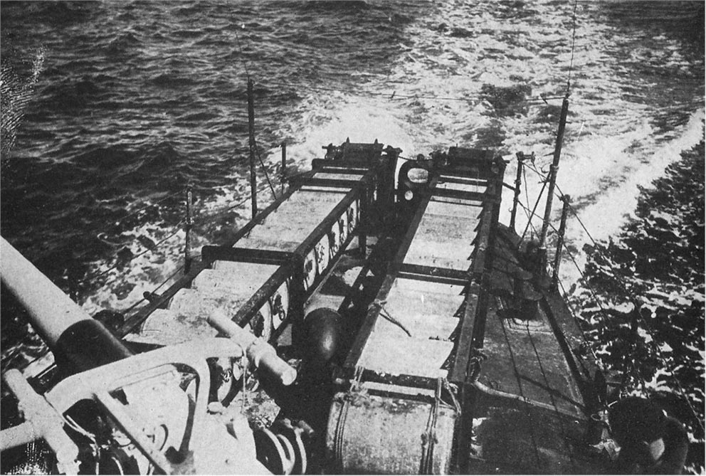 Click image for larger version.  Name:1.1. 2 6 7 Caldwell class USS Stockton (DD-73) showing depth charges in position and ready for d.jpg Views:2 Size:189.0 KB ID:3682369