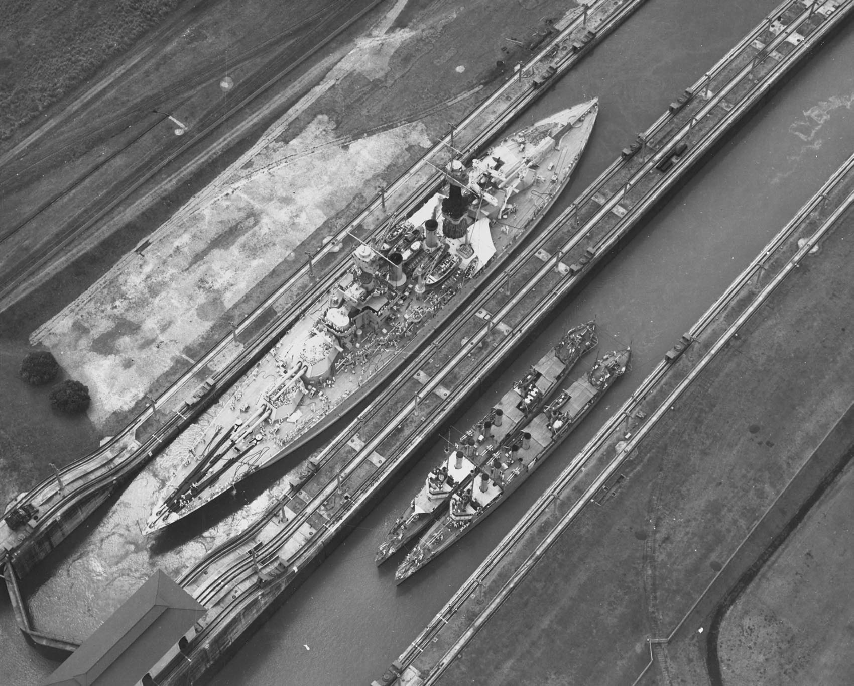 Click image for larger version.  Name:1.1. 2 8 10 USS Maryland (BB-46), USS Hovey (DD-208) and USS Long (DD-209), listed left to right.jpg Views:3 Size:331.1 KB ID:3682407