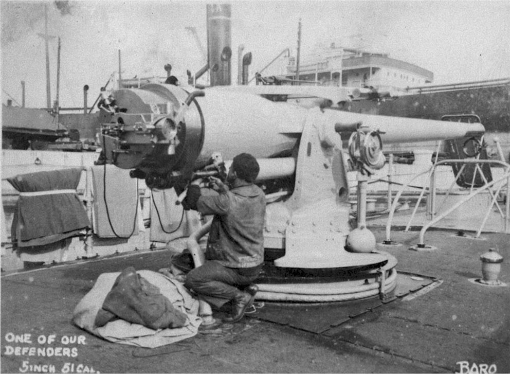 Click image for larger version.  Name:1.1. 2 8 3 USS Gilmer (DD-233) close-up of a 5in -51 guns aboard USS Gilmer.jpg Views:1 Size:135.4 KB ID:3682383