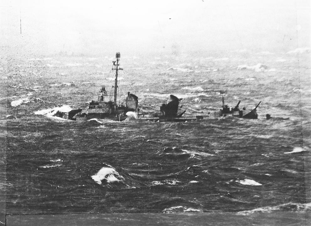 Click image for larger version.  Name:1.1. 3 0 4 5 1 The Caine Mutiny Destroyer during the Storm 1a.jpg Views:3 Size:143.1 KB ID:3682935