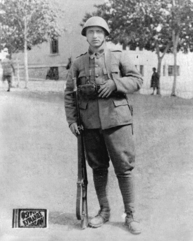 Click image for larger version.  Name:1941=-Solomon Confinos & Greek Mannlicher M03  Rifle & M03-14 Bayonet..jpg Views:14 Size:66.0 KB ID:1833225