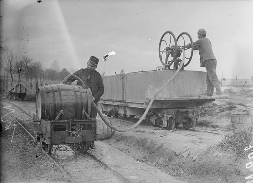 Click image for larger version.  Name:2.3.1. 3 1 9 PINARD 1 transport 9 Refueling by train to reach the front line.jpg Views:1 Size:144.0 KB ID:3653513