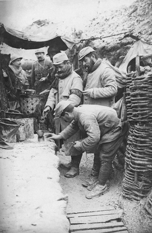 Click image for larger version.  Name:2.3.1. 3 1 9 PINARD 1 WW1 French Soldiers Hauling Wine During The Early Days Of WWI.jpg Views:1 Size:164.3 KB ID:3653521