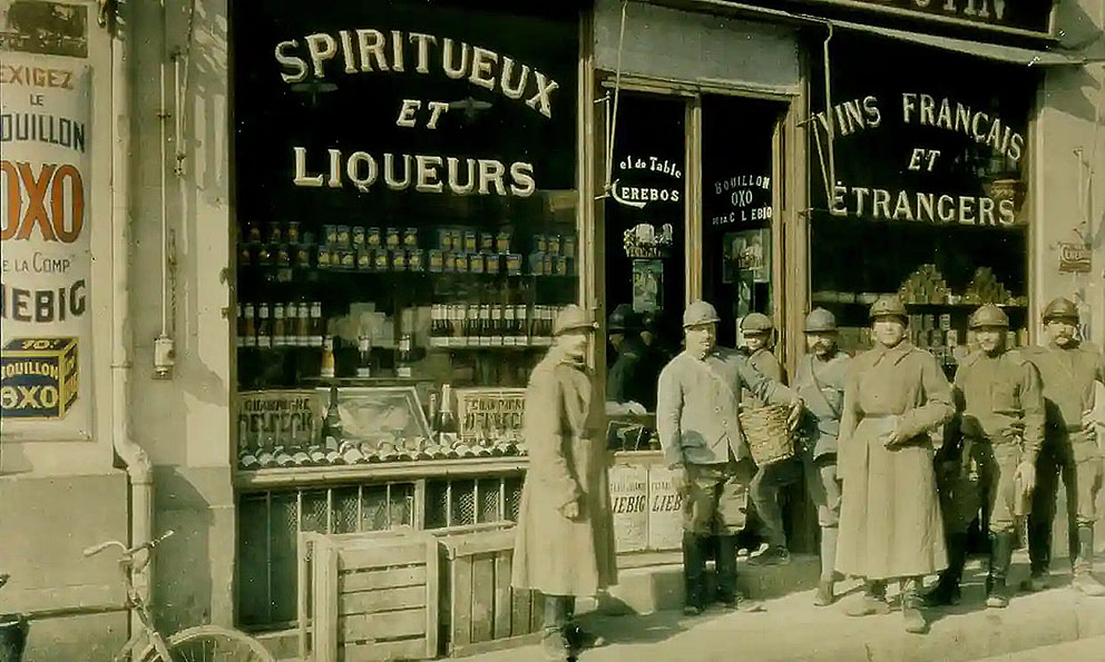 Click image for larger version.  Name:2.3.1. 3 1 9 PINARD behind the front French infantrymen outside a wine shop, 1916.jpg Views:1 Size:180.0 KB ID:3653533