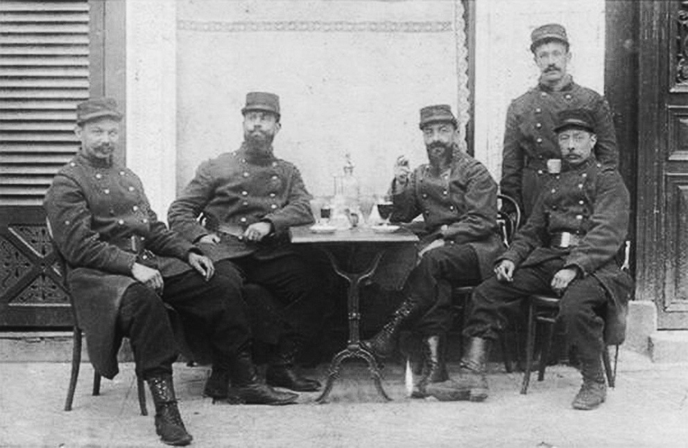 Click image for larger version.  Name:2.3.1. 3 3 WW1 absinthe 1 French officers in a bistro.jpg Views:1 Size:170.2 KB ID:3653551