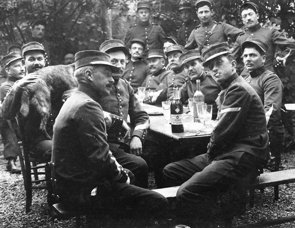 Click image for larger version.  Name:2.3.1. 3 3 WW1 absinthe 1 French officers.jpg Views:1 Size:238.7 KB ID:3653553