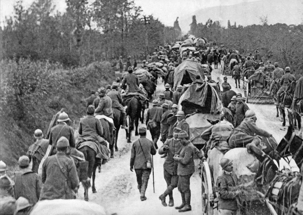Click image for larger version.  Name:2.3.2. 11 12th Isonzo Battle Italian soldiers in retreat after the defeat of Caporetto, in Octob.jpg Views:1 Size:286.9 KB ID:3655645