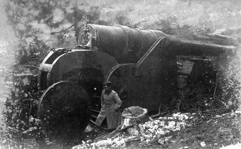Click image for larger version.  Name:2.3.2. 15 Caporetto captured Italian cannon, inspected by German officer 1917.jpg Views:1 Size:127.3 KB ID:3655669