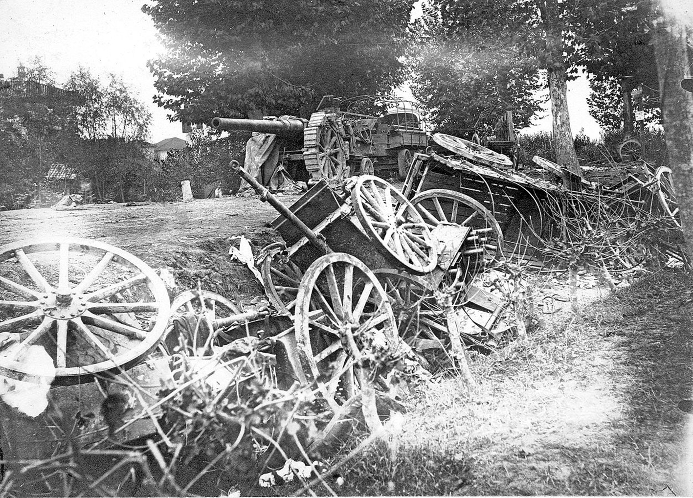 Click image for larger version.  Name:2.3.2. 15 Caporetto captured Italian heavy cannon.jpg Views:1 Size:1.07 MB ID:3655675