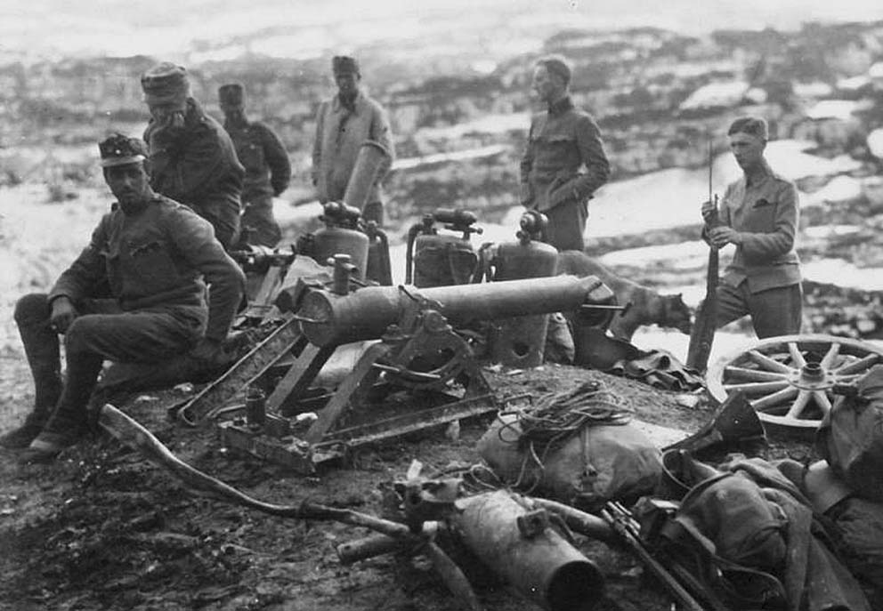 Click image for larger version.  Name:2.3.2. 16 1 Caporetto Austrians with captured Italian flamethrowers and trench mortars.jpg Views:1 Size:111.2 KB ID:3655679