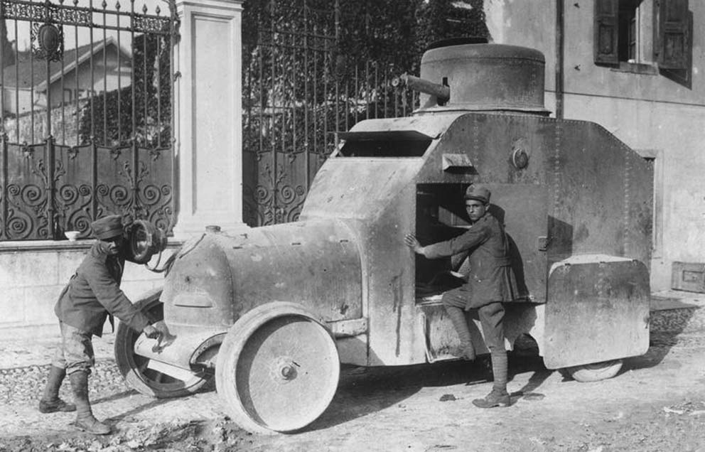 Click image for larger version.  Name:2.3.2. 16 3 Caporetto Italian prisoners trying to start a captured Italian Isotta-Fraschini armo.jpg Views:1 Size:108.0 KB ID:3655683
