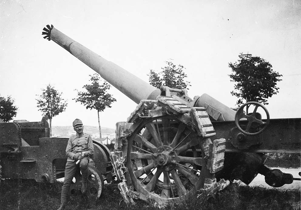 Click image for larger version.  Name:2.3.2. 17 Caporetto Austro-Hungarian soldiers pose next to captured Italian artillery pieces aba.jpg Views:1 Size:110.8 KB ID:3655703