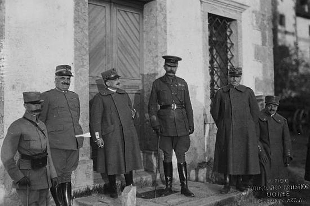 Click image for larger version.  Name:2.3.2. 2 General Luigi Cadorna 13 with Lord Kitchener, Calais, March 1916.jpg Views:1 Size:106.9 KB ID:3654989