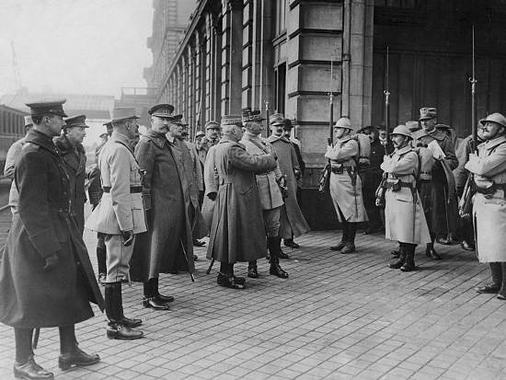 Click image for larger version.  Name:2.3.2. 2 General Luigi Cadorna 3 with General Joffre, Calais, March 1916.jpg Views:1 Size:145.7 KB ID:3654985