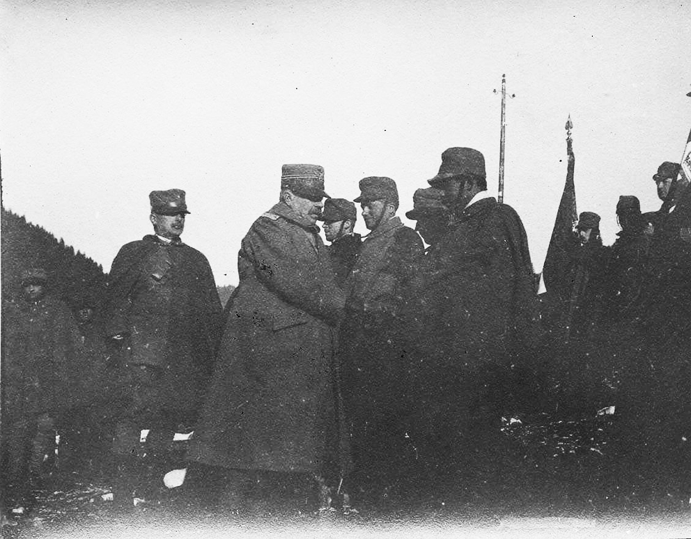 Click image for larger version.  Name:2.3.2. 20 3 Isonzo General Luigi Capello, commander of the 2nd army, at an award ceremony.JPG Views:1 Size:452.8 KB ID:3656285