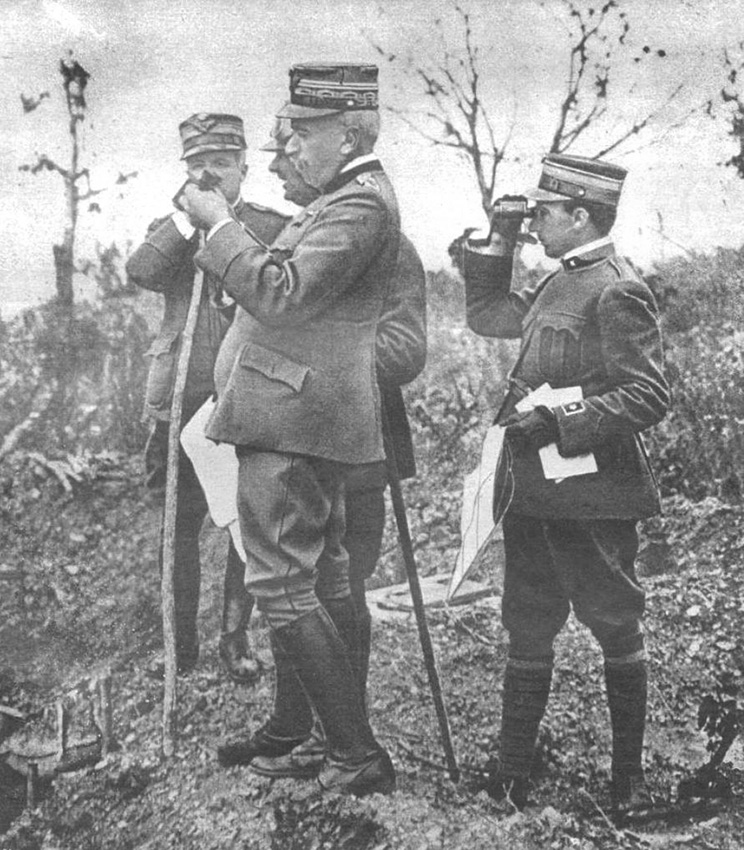 Click image for larger version.  Name:2.3.2. 3 2 General Cadorna observes with the officers of his General Staff the development of th.jpg Views:1 Size:247.1 KB ID:3654993