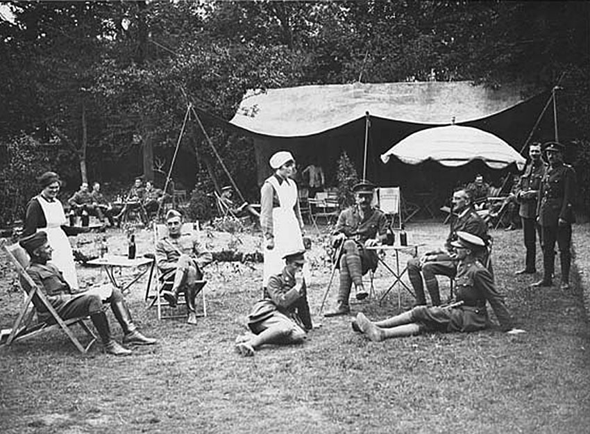 Click image for larger version.  Name:2.4.3. 15 6 This photograph shows American officers (left) and British officers (right) drinking.jpg Views:1 Size:167.8 KB ID:3668021