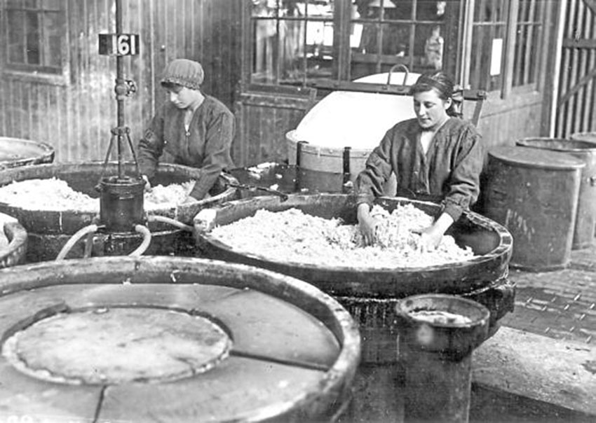 Click image for larger version.  Name:3. 1 2 WW1 female munition workers, unloading the nitrating pans.jpg Views:1 Size:117.2 KB ID:3668361