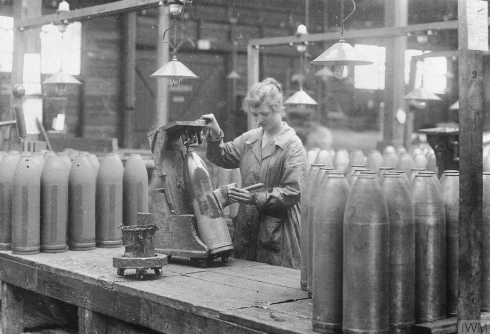 Click image for larger version.  Name:3. 1 3 WW1 female munition workers 1 painting shells.jpg Views:1 Size:128.4 KB ID:3668363