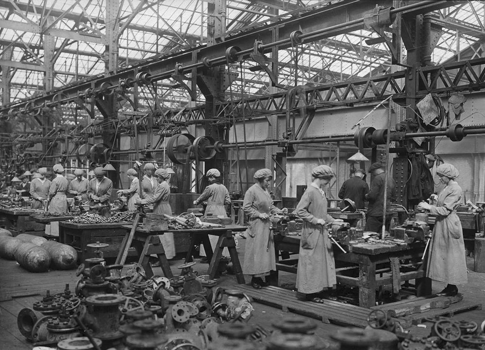 Click image for larger version.  Name:3. 1 3 WW1 female munition workers 2.jpg Views:1 Size:199.0 KB ID:3668365