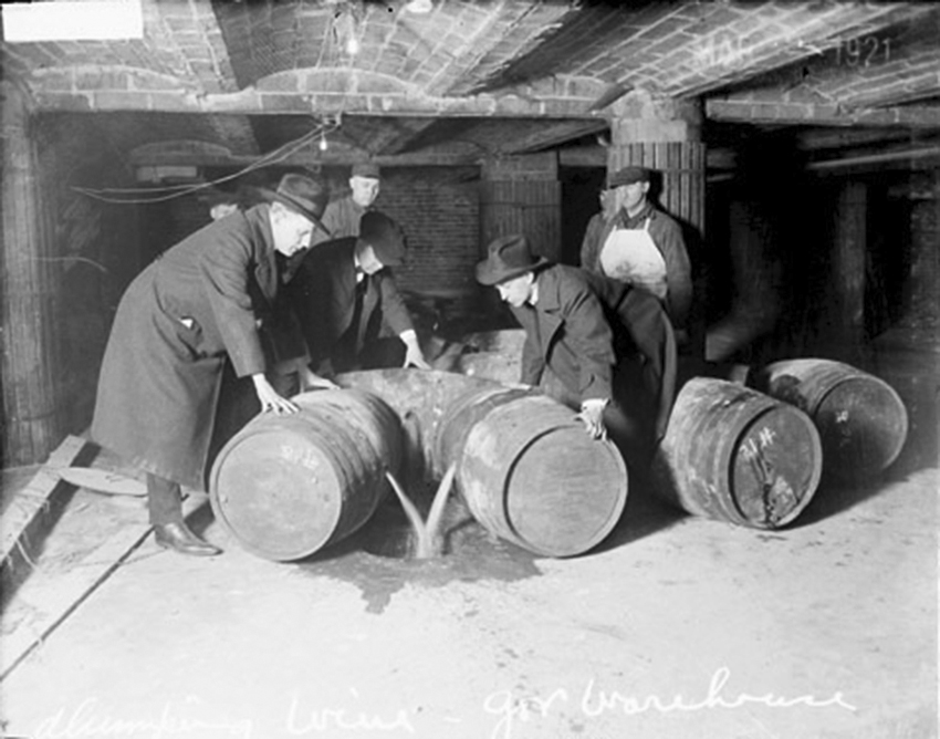 Click image for larger version.  Name:4.3. 5 USA  Law enforcement officials dump illegal alcohol during Prohibition.jpg Views:1 Size:229.5 KB ID:3669141