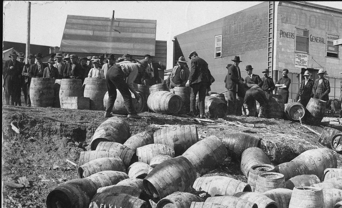 Click image for larger version.  Name:4.3. 5 USA police raid confiscating illegal alcohol, in Elk Lake, Canada, in 1925..jpg Views:1 Size:552.0 KB ID:3669143