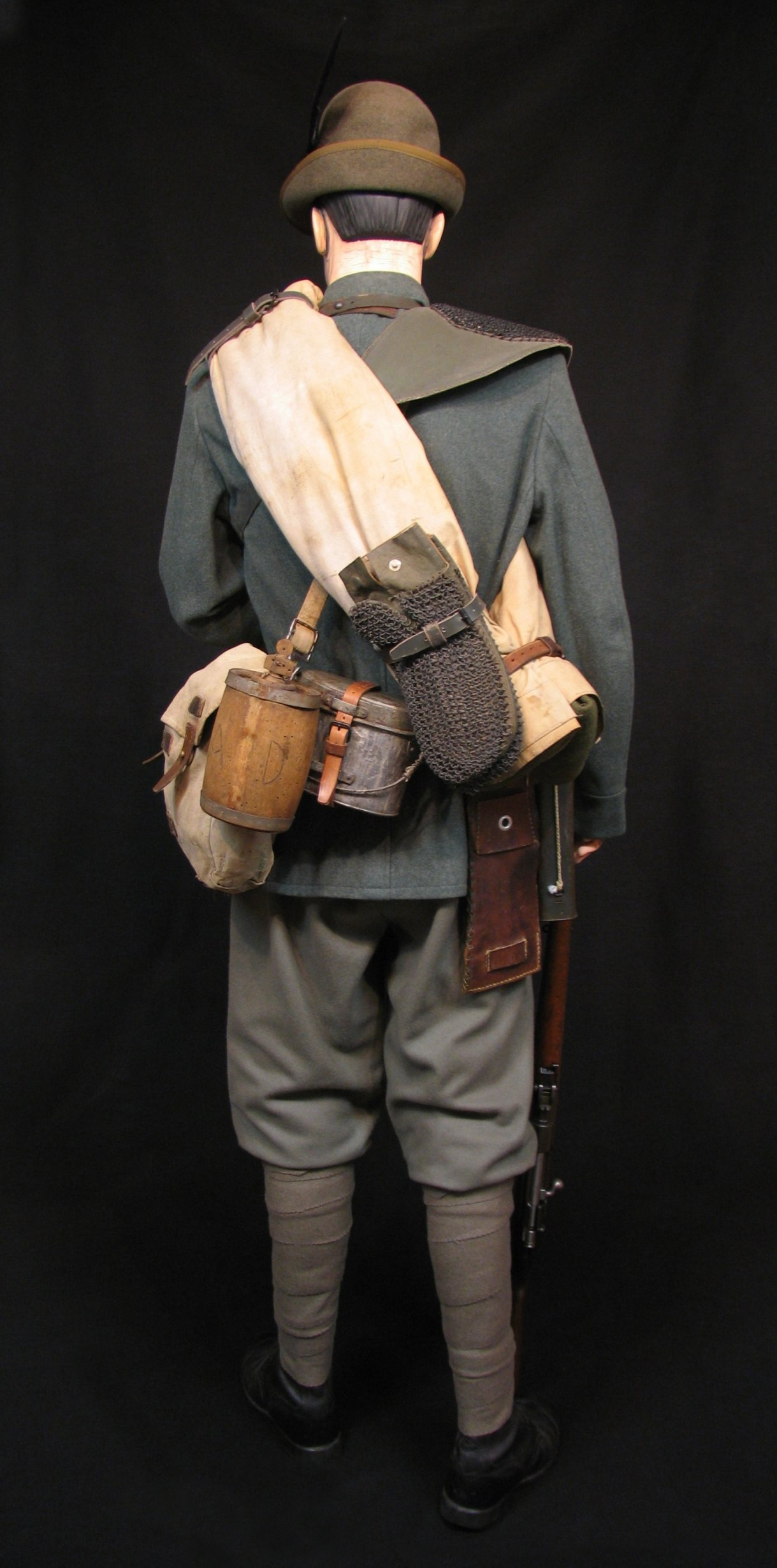 7-Italian Czech Legion Assist MG c 1918 R.jpg