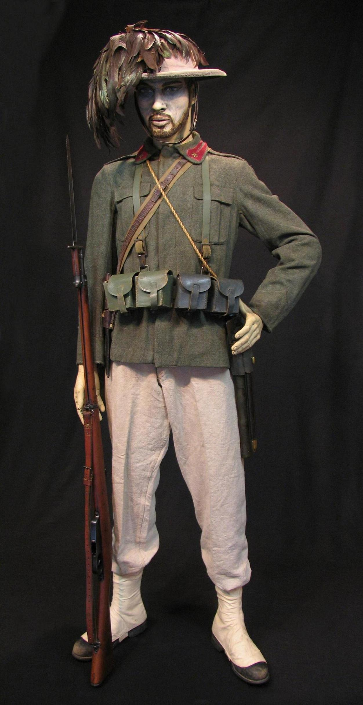 Bersaglieri Display w-o Cloak c1915-16 001-R.JPG