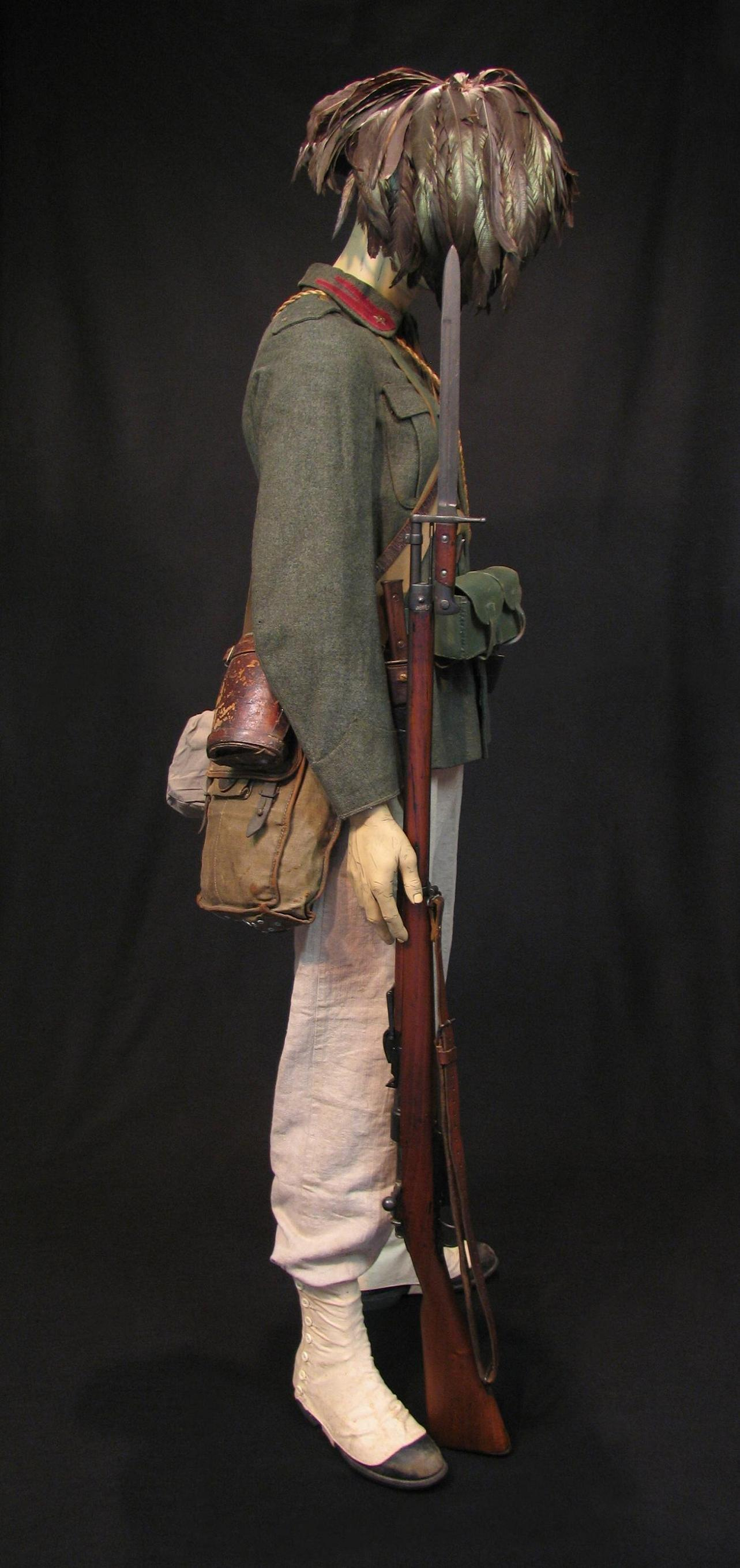 Bersaglieri Display w-o Cloak c1915-16 004-R.jpg