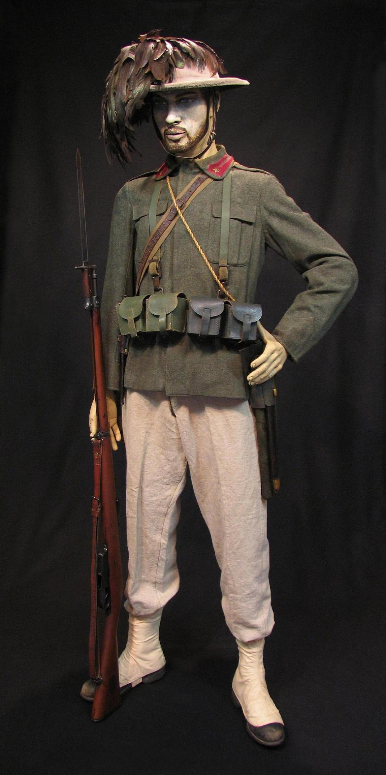 Bersaglieri Display w-o Cloak c1915-16 012-R.JPG