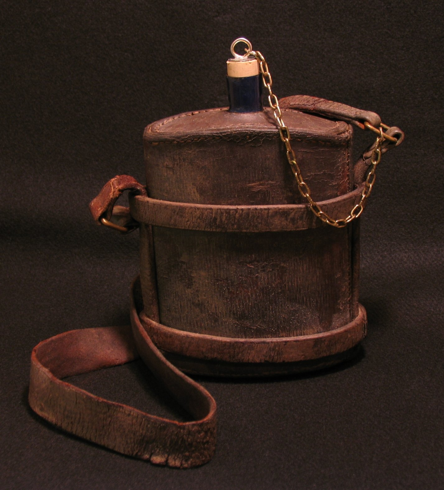 Click image for larger version.  Name:British P14 Leather Covered Water Bottle 01R.jpg Views:13 Size:289.4 KB ID:780643