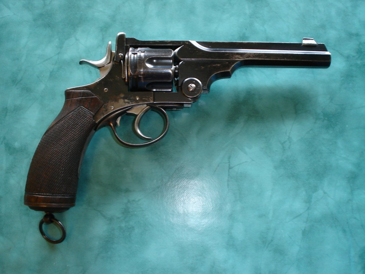 Click image for larger version.  Name:Captain Mahonys revolver 002.jpg Views:22 Size:150.4 KB ID:616460